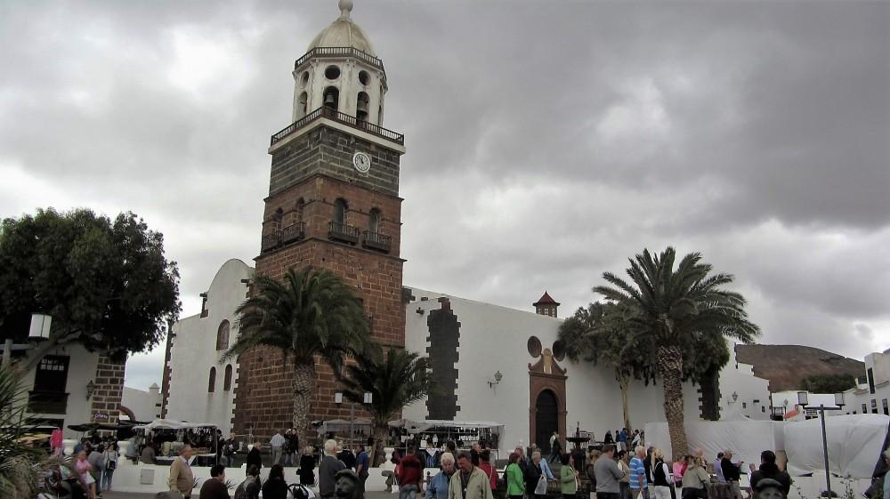 ehemalige Hauptstadt Teguise im Landesinneren