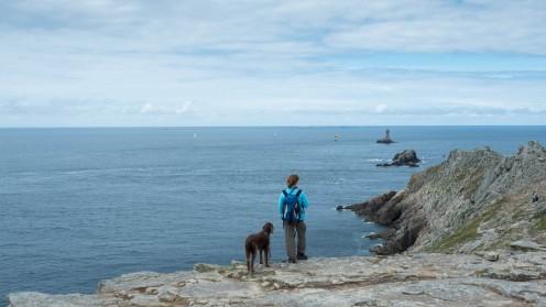 Point du Raz Bretagne mit Hund